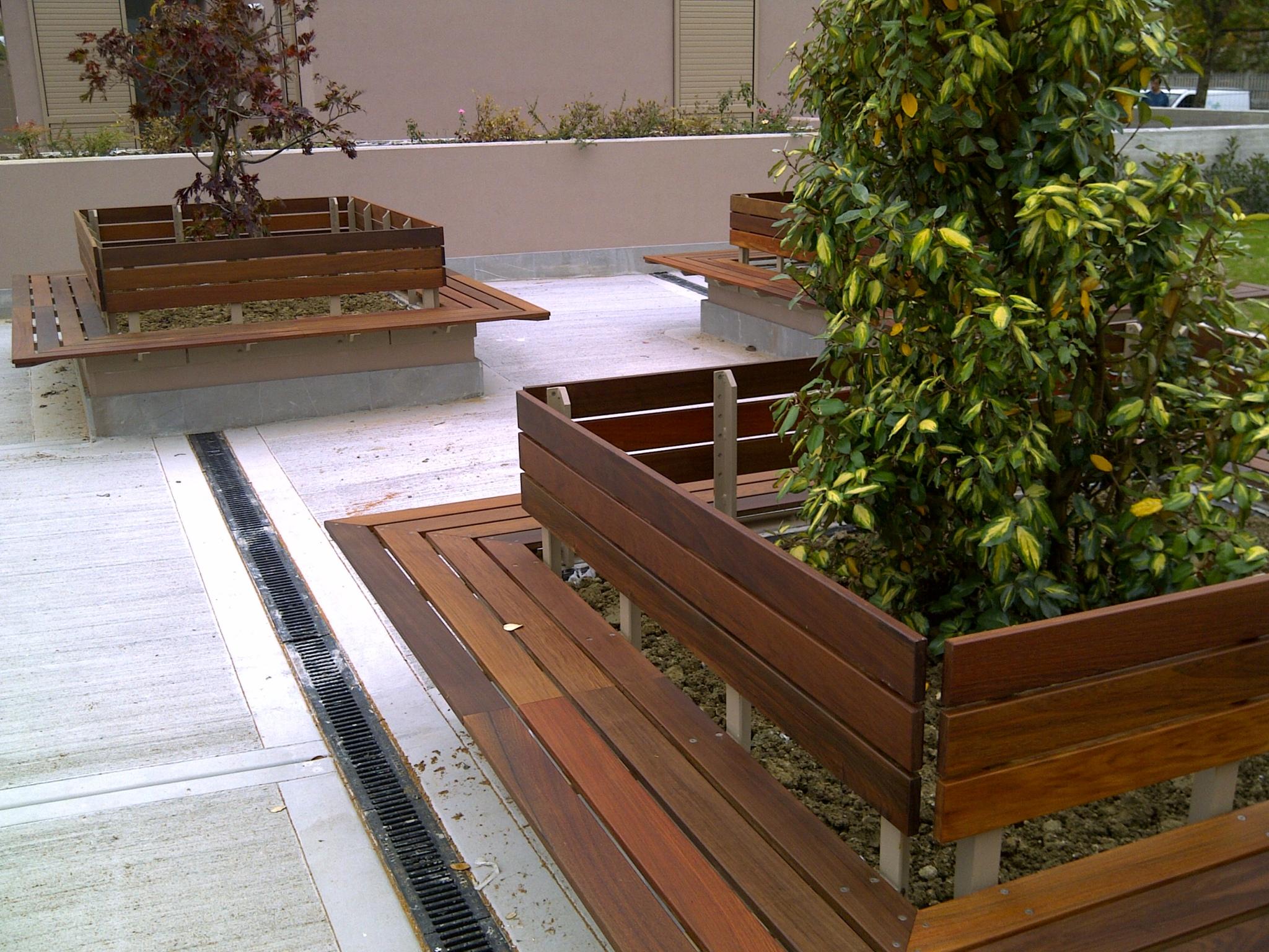 Arredi per l 39 esterno arredi e arredamenti in legno per - Divanetto in legno per esterno ...