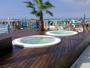 Legno per piscine legno per bordi piscina legno per for Bordi per piscine prezzi