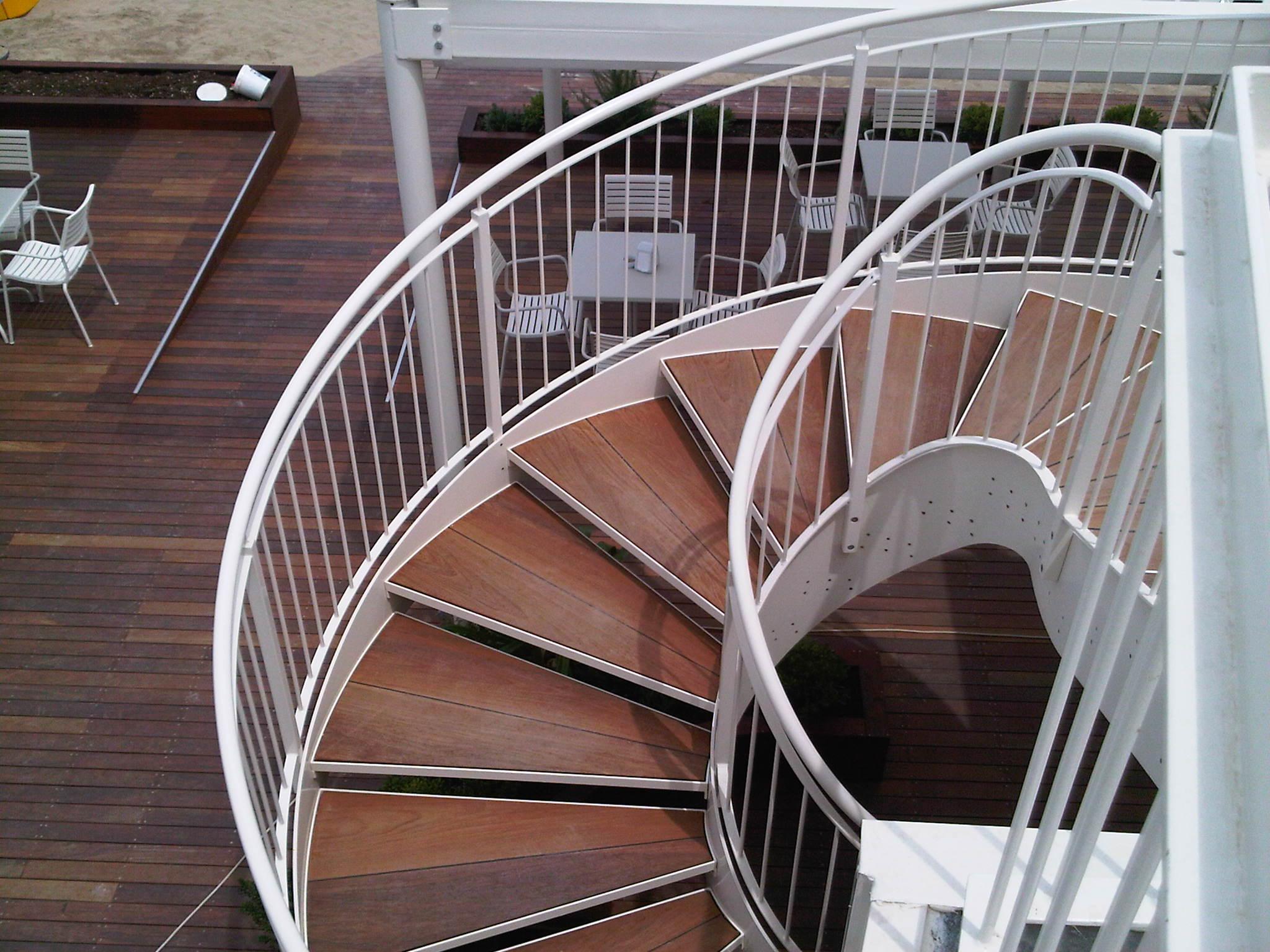 Scale in legno, scale per l'esterno, scale per esterni e interni ...